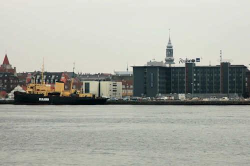 Til høyre i bildet ser du Radisson Blu Limfjord Hotel i Aalborg