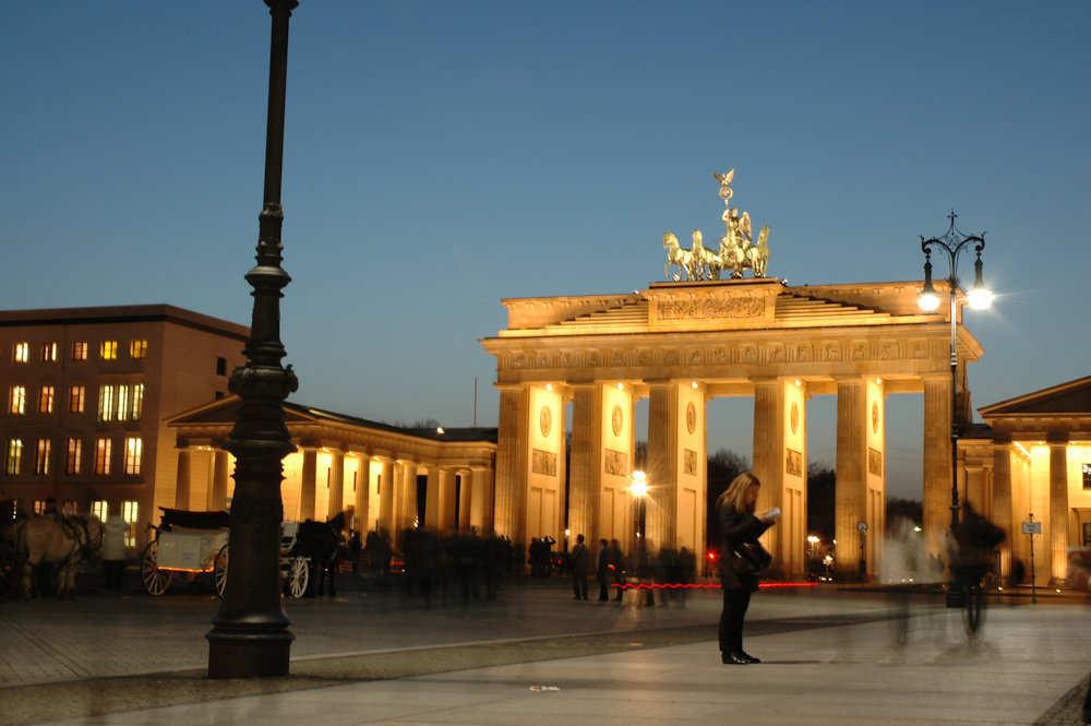 Brandenburger Tor med Pariser Platz i forgrunnen. - Foto: Gaute Nordvik