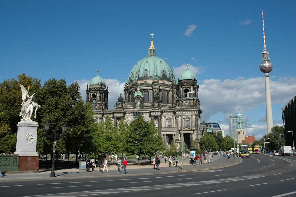 Berliner Dom med Fjernsynstårnet i bakgrunnen – Foto: Gaute Nordvik