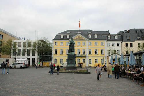 Fly og hotell Bonn