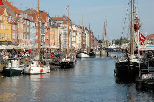 Folkeliv i Nyhavn i København