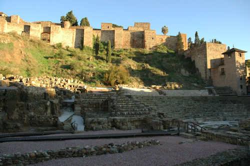 Alcazaba-citadellet med det romerske teater i front i Málaga — Foto: Gaute Nordvik