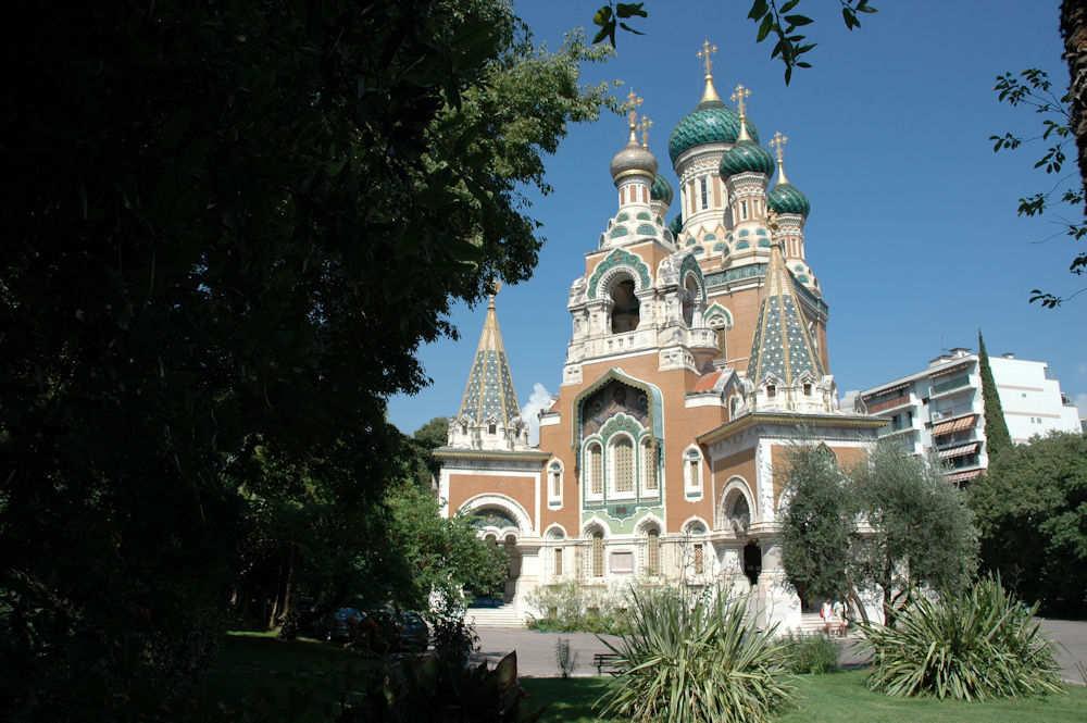 Denne flotte russisk-ortodokse kirken ligger i en av byene vi skal frem til – Foto: Gaute Nordvik