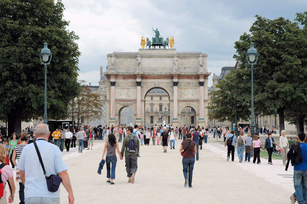 Triumfbuen ved Louvre i Paris – Foto: Gaute Nordvik