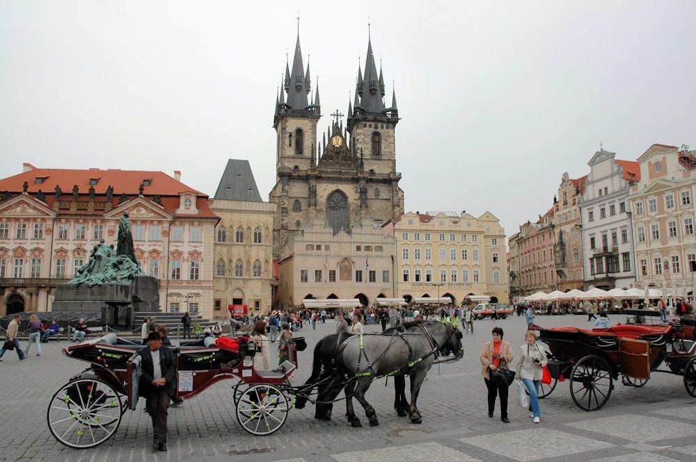 Det gamle bytorget i gamlebyen i Praha - Foto: Gaute Nordvik