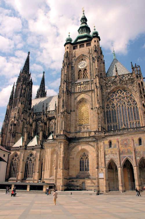 St. Vitus-katedralen på Hradčany-høyden i Praha - Foto: Gaute Nordvik