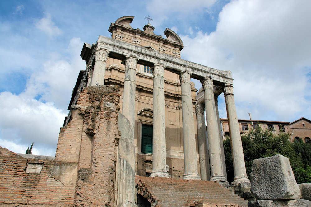 Antoninus og Faustina tempelet på Forum Romanum i Roma - Foto: Gaute Nordvik