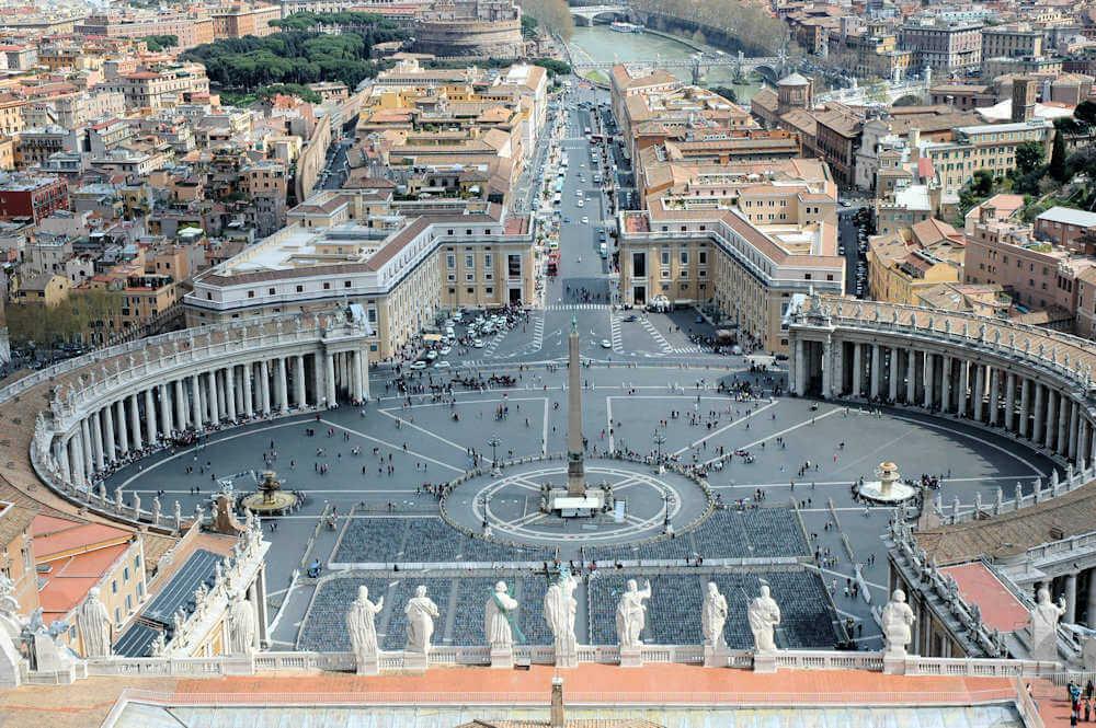 Petersplassen - Bildet er tatt fra kuppelen til Peterskirken - Foto: Gaute Nordvik